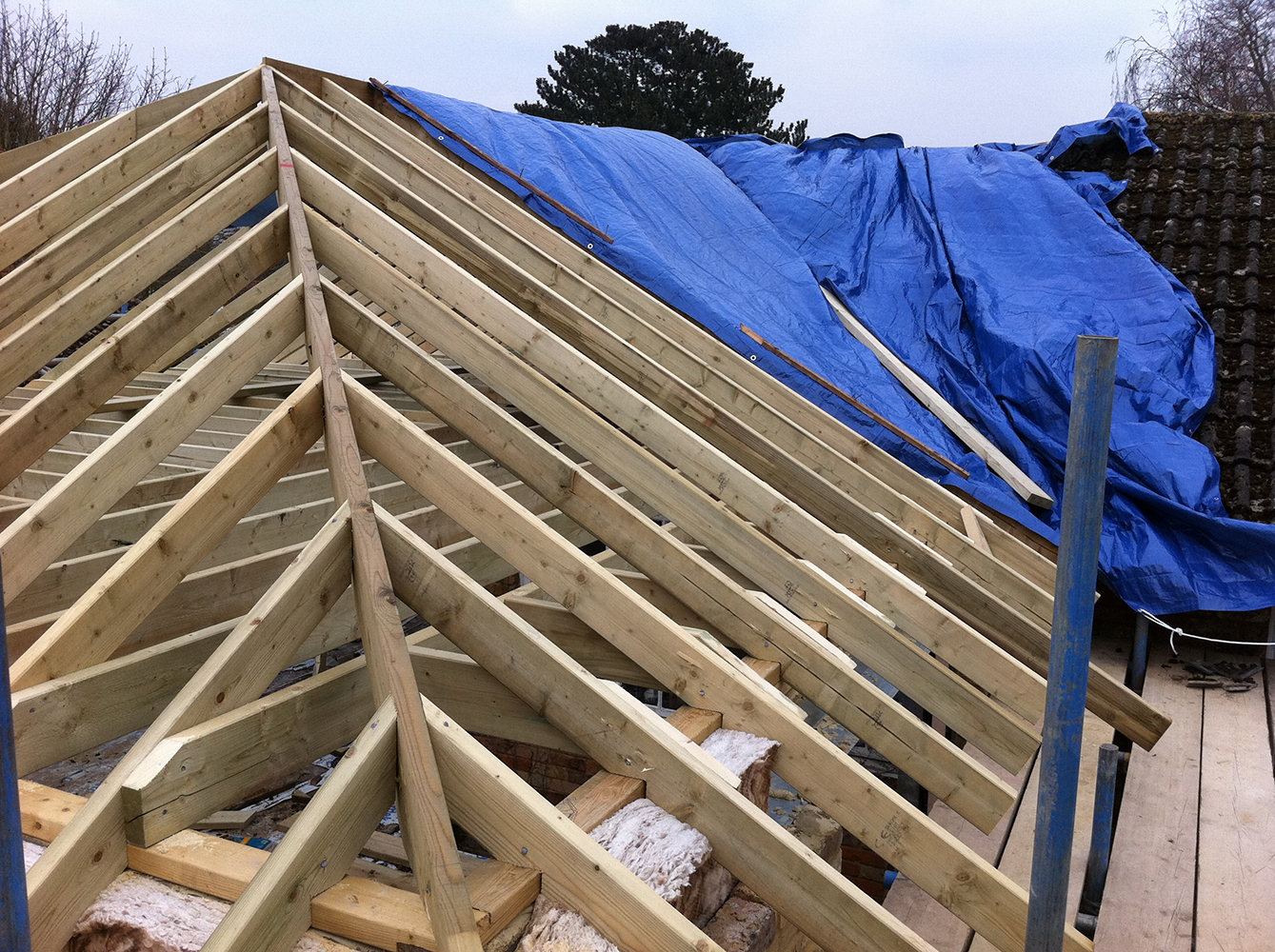 Cut and pitch roof hip